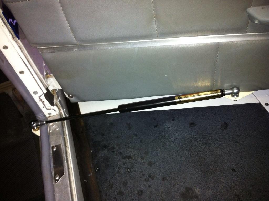 & CSOBeech - Beechcraft Door Stop Rod Fix